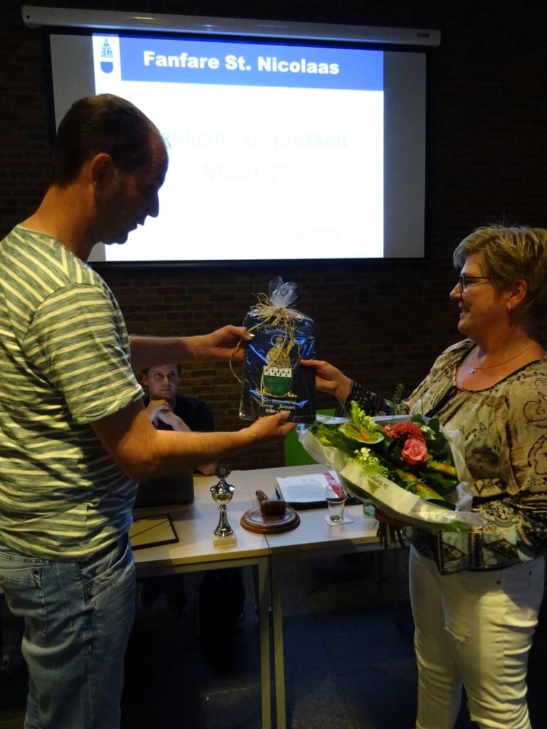Henny Janssen erebestuurslid Fanfare St. Nicolaas